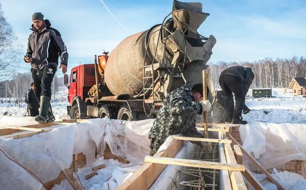 Фундамент зимой: плюсы и минусы